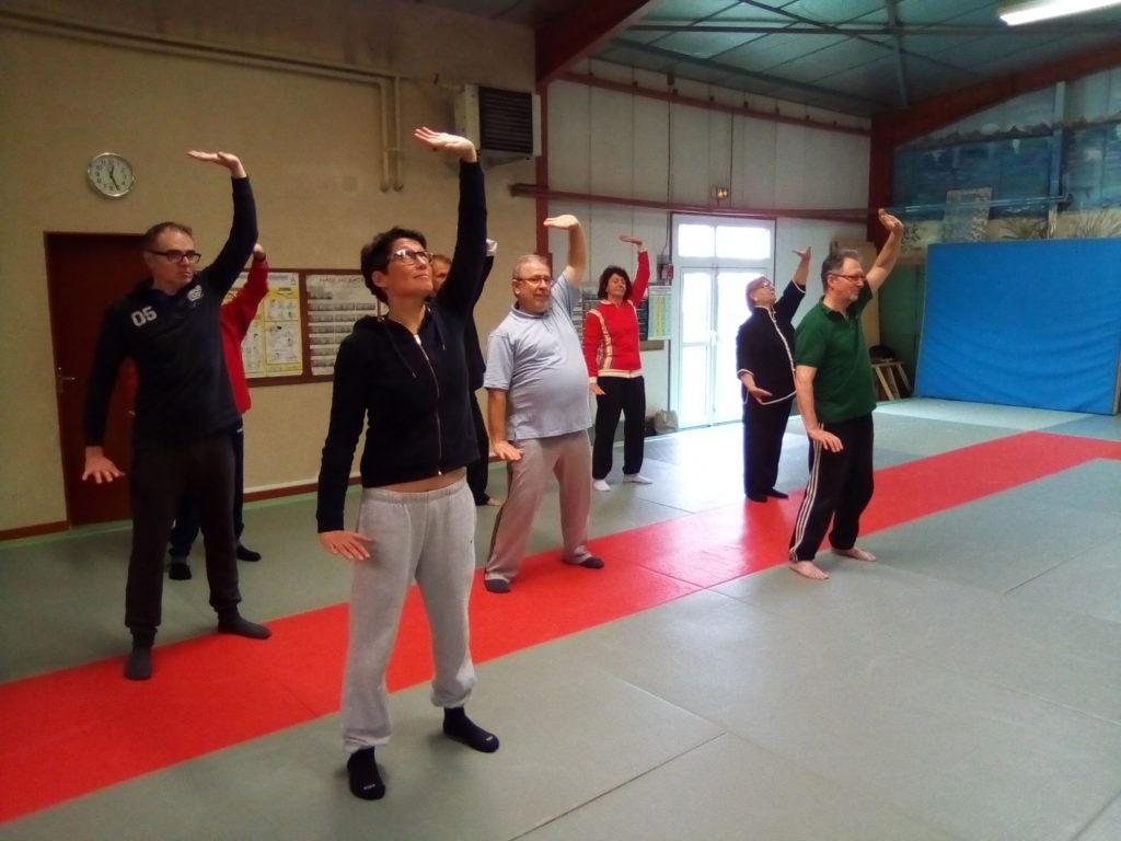 3ème exercice de santé du Ba Duan Jin - une forme de Qi Gong communément appelé les 8 pièces de brocart